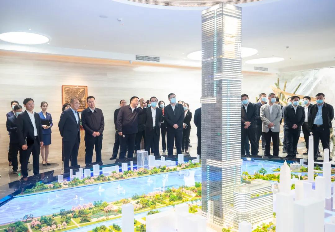 程用文市长调研长江之门·楚商大厦